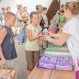 Alapítványunk munkatársai 100 darab tartós élelmiszercsomagot és 100 kiló élelmiszert osztottak ki Győrben és Győrszentivánon a helyi rászoruló családok és fogyatékkal élők között.   Egyre rövidülnek a nappalok, a […]
