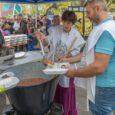 Pécsi önkénteseink legújabb partnerünkkel, a szintén hajléktalan embereket ellátó Heti Betevő csapatával karöltve osztottak ki 200 adag vegetáriánus gulyást és többféle gyümölcsöt a helyi rászorulóknak.   Tudvalevő, hogy szeretünk […]