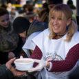 Az elmúlt évben fél millió tál meleg étellel álltunk a magyar társadalom szolgálatára és a visszajelzésekből úgy véljük, igazán hatékonyan tudtunk segíteni. 2017-ben szeretnénk növelni kapacitásunkat és tevékenységeink körét, ehhez […]