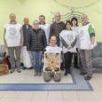 """A """"Mint egy falat kenyér"""" elnevezésű programsorozat következő, márciusi állomásain összesen 4 helyszínen 400 adag meleg ételt és gyümölcsöt osztottunk ki Veszprémben, Gyulakeszin és Tapolcán. Örömteli hírekkel számolhatunk be alapítványunk […]"""