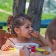"""A fővárosban május 8-án tartunk kiemelt meleg ebéd és élelmiszercsomag osztást, vidéki akciónk közben folyamatosan zajlanak """"Mint egy falat kenyér"""" programunk keretében. Veszprémben 100és Tapolcán200 adag meleg ebédet, édességet és […]"""