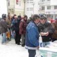Kétszáz adag ételt és forró teát osztottak szét a rászorulók között Krisna tudatú hívők Miskolcon az Európa téren. Az egyházközösség fontos feladatának tekinti, hogy segítse a rászorulókat, ezért az akciót […]